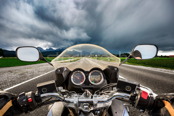 オートバイ ダウン 道路 雷 嵐 ストックフォト © cookelma