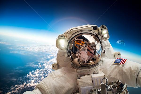 Astronot uzay boşluğu arka plan dünya gezegeni elemanları görüntü Stok fotoğraf © cookelma