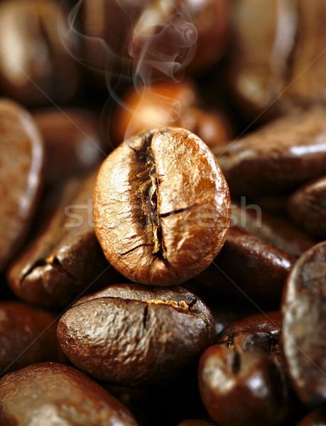 Granos de café fragante frito naturaleza hoja naranja Foto stock © cookelma