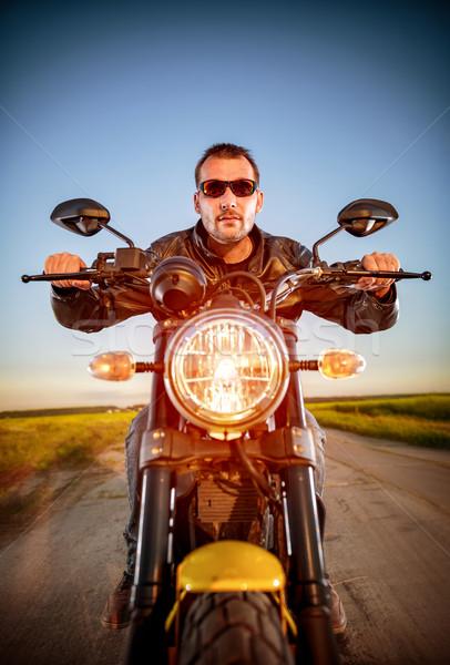 Motoros motorkerékpár férfi visel bőrdzseki napszemüveg Stock fotó © cookelma