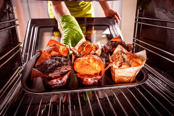 Sütés muffinok sütő kilátás bent főzés Stock fotó © cookelma
