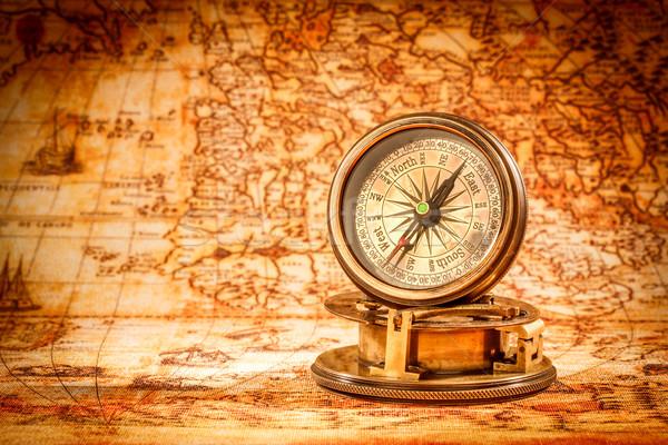 Vintage bússola mentiras antigo mapa do mundo natureza morta Foto stock © cookelma