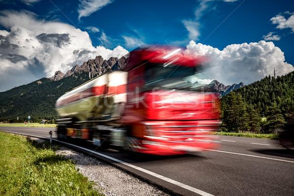 Yakıt kamyon aşağı karayolu alpler araba Stok fotoğraf © cookelma