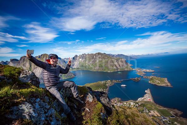 Hombre superior montana toma Noruega archipiélago Foto stock © cookelma