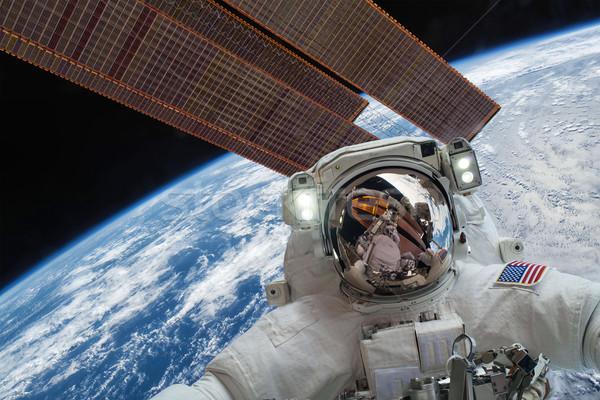 Zdjęcia stock: Międzynarodowych · przestrzeni · stacja · astronauta · przestrzeń · kosmiczna · planety · Ziemi