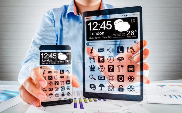 Stock fotó: Okostelefon · tabletta · átlátszó · képernyő · emberi · kezek