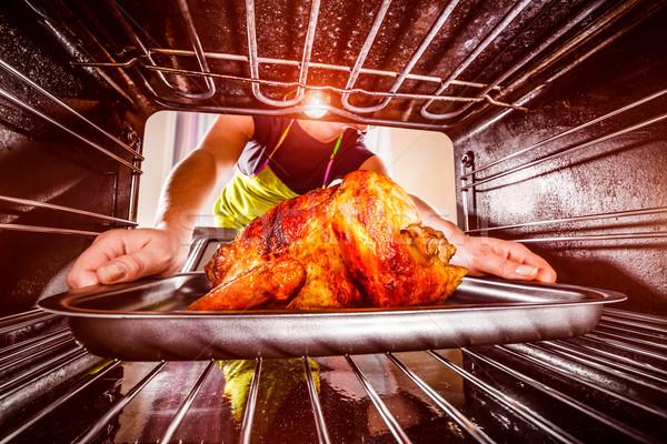 Cozinhar frango forno casa dona de casa frango assado Foto stock © cookelma