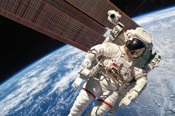 Nemzetközi űr állomás űrhajós világűr Föld Stock fotó © cookelma