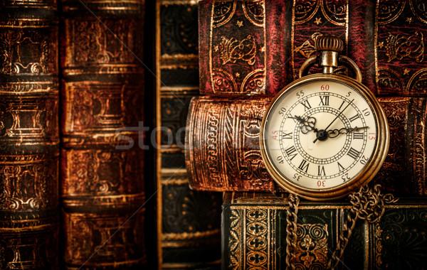 Stockfoto: Vintage · zakhorloge · antieke · oude · boeken · boek