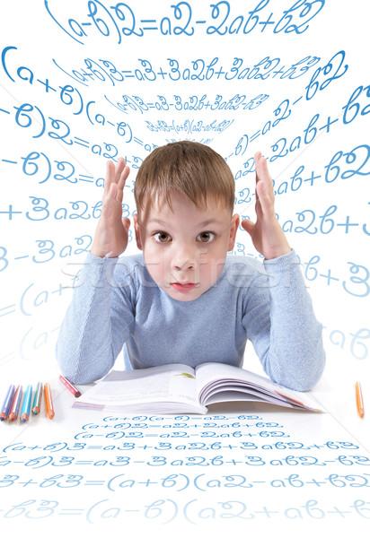 Stockfoto: Schooljongen · boek · jongen · achter · tabel · witte