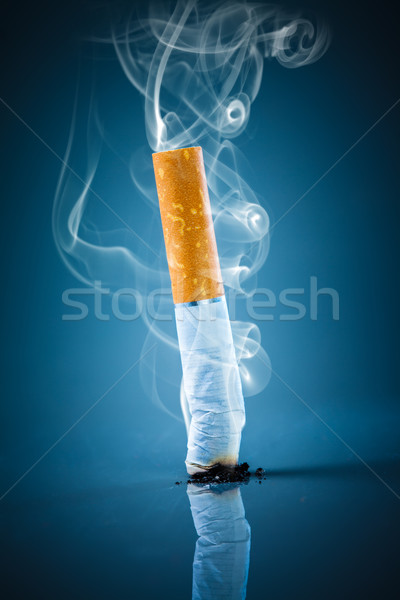 Cigarrillo trasero azul humo fumar Foto stock © cookelma
