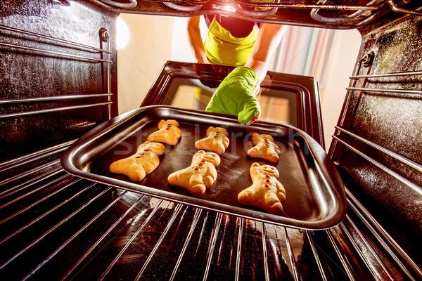 Gingerbread man fırın görmek içinde pişirme Stok fotoğraf © cookelma