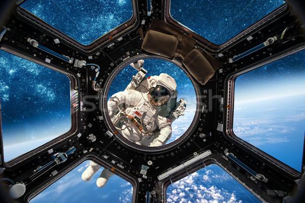 Astronauta spazio esterno sfondo pianeta terra elementi immagine Foto d'archivio © cookelma