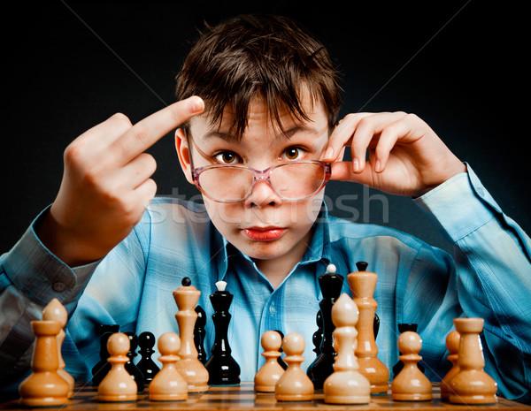 Nerd jogar xadrez preto pensando aprendizagem Foto stock © cookelma