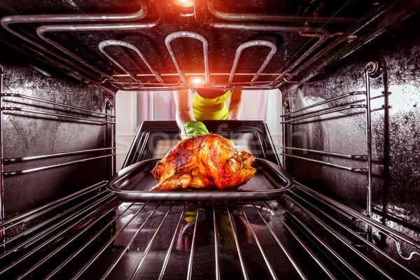 Stockfoto: Koken · kip · oven · home · huisvrouw · geroosterde · kip