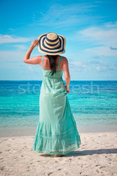 Ragazza piedi spiaggia tropicale Maldive spiaggia vacanze Foto d'archivio © cookelma