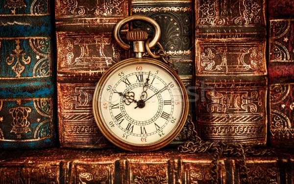 Vintage relógio de bolso natureza morta antigo velho livros Foto stock © cookelma