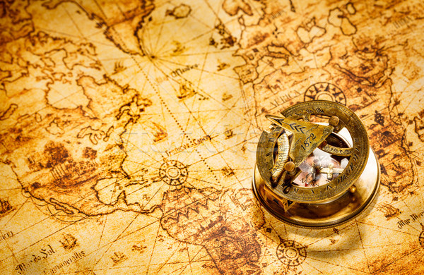Vintage boussole mensonges anciens carte du monde still life Photo stock © cookelma