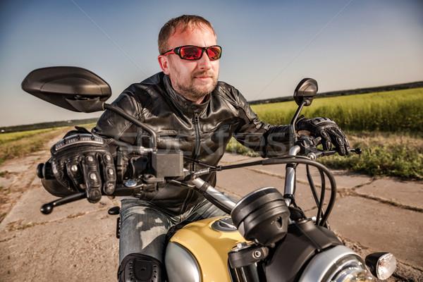 Stock fotó: Motoros · versenyzés · út · bőrdzseki · lovaglás · motorkerékpár