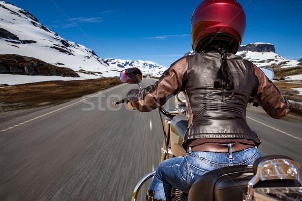 Motoros lány kilátás hegy út Norvégia Stock fotó © cookelma