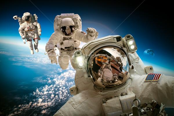 Astronauta przestrzeń kosmiczna tle planety Ziemi elementy obraz Zdjęcia stock © cookelma