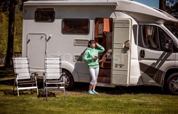 Nő áll bögre kávé lakókocsi karaván Stock fotó © cookelma