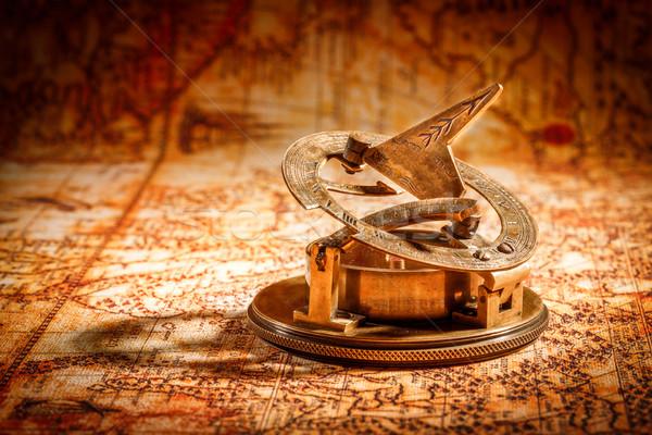 Klasszikus iránytű hazugságok ősi világtérkép csendélet Stock fotó © cookelma