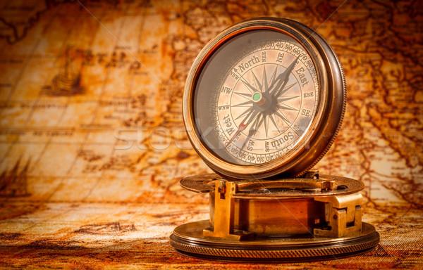 Vintage kompas leży starożytnych mapie świata martwa natura Zdjęcia stock © cookelma