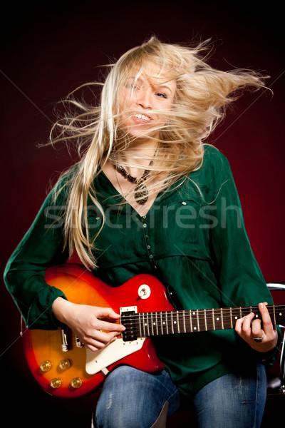 Meisje gitaar donkere Rood vrouw glimlach Stockfoto © cookelma