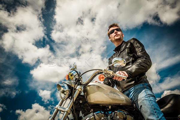 Motosiklet adam deri ceket güneş gözlüğü Stok fotoğraf © cookelma