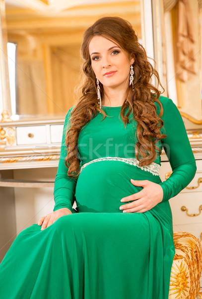 Zwangere vrouw portret zwangere vrouw meisje hand glimlach Stockfoto © cookelma