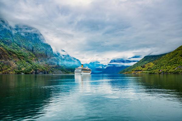 Croisière bateau de croisière ciel printemps forêt paysage Photo stock © cookelma