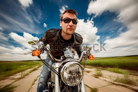 Foto stock: Menina · motocicleta · jaqueta · de · couro · olhando · pôr · do · sol