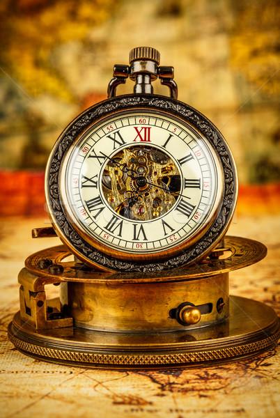 Foto stock: Vintage · relógio · de · bolso · antigo · grunge · natureza · morta · fundo