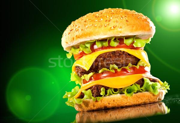 Gustoso hamburger patatine fritte buio bar formaggio Foto d'archivio © cookelma