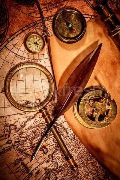 Foto stock: Vintage · lupa · mentiras · antigua · mapa · del · mundo · brújula