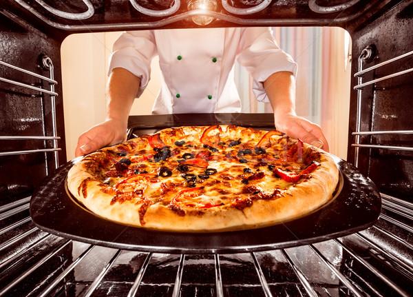 Séf főz pizza sütő szakács kilátás bent Stock fotó © cookelma