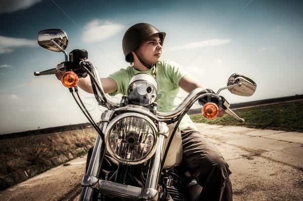 Fiatal motoros motorkerékpár város férfiak bicikli Stock fotó © cookelma