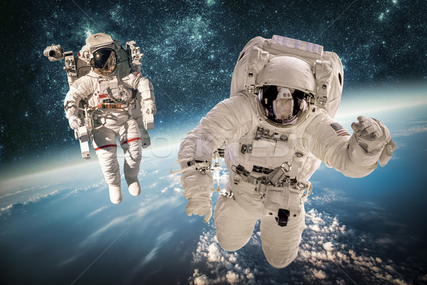 Astronauta espacio exterior fondo planeta tierra elementos imagen Foto stock © cookelma