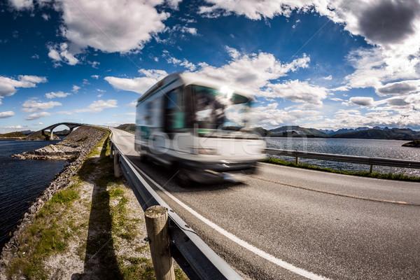 Noorwegen caravan auto snelweg oceaan Stockfoto © cookelma