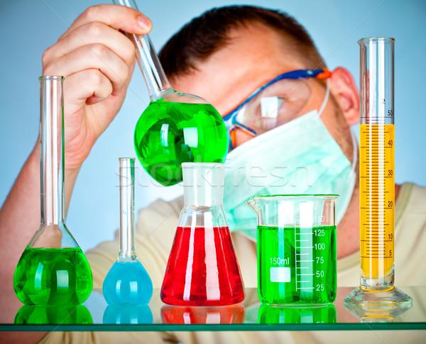 Jeunes scientifique laboratoire test main Photo stock © cookelma