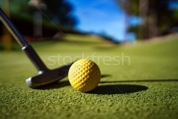 Mini Golf gelb Ball bat Sonnenuntergang Stock foto © cookelma