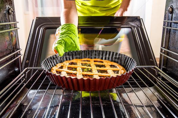 Főzés sütő otthon háziasszony torták kilátás Stock fotó © cookelma