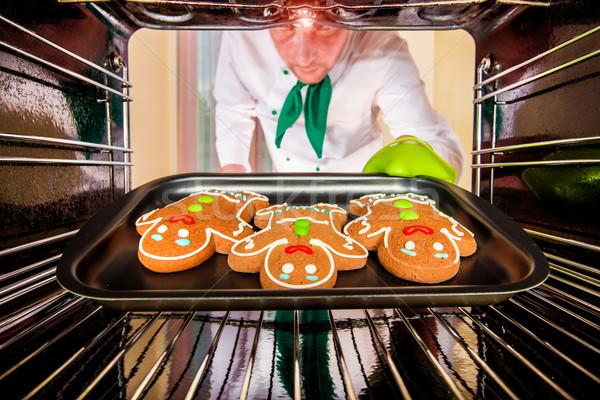 Sütés mézeskalács ember sütő kilátás bent főzés Stock fotó © cookelma