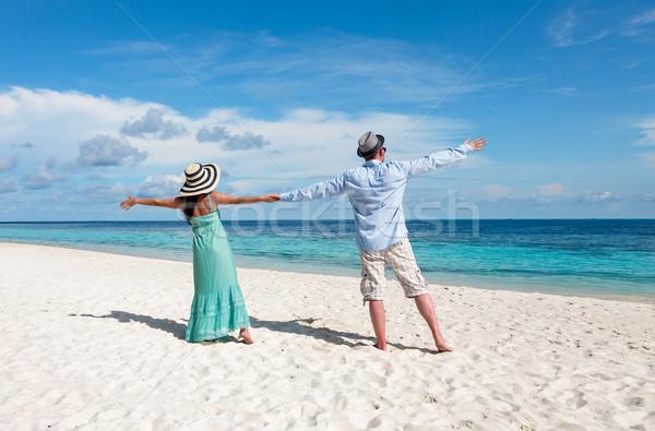 Férias casal caminhada praia tropical Maldivas homem Foto stock © cookelma