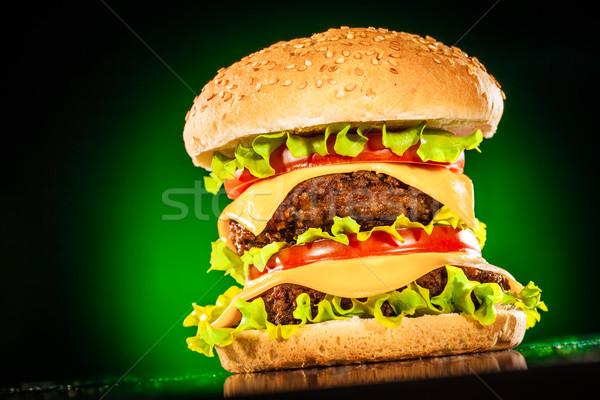 Sabroso apetitoso hamburguesa verde bar queso Foto stock © cookelma