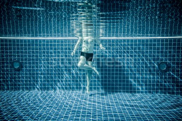 Ayakta su yüzme havuzu adam güneş Stok fotoğraf © cookelma