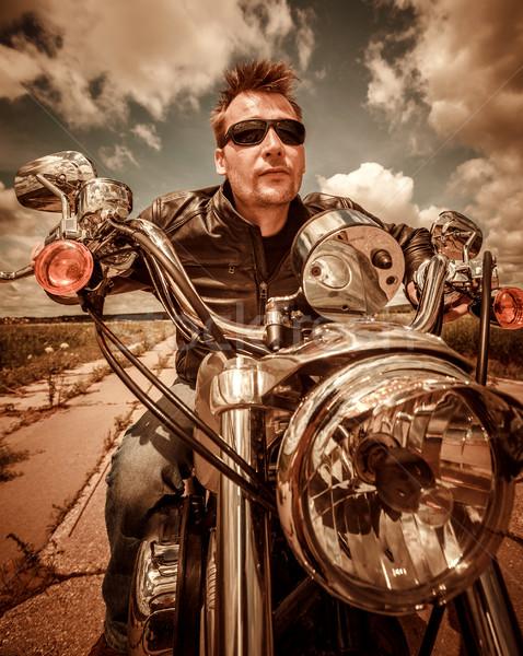 Motoros bőrdzseki lovaglás motorkerékpár út szűrő Stock fotó © cookelma