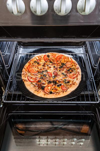 ペパロニ ピザ オーブン 料理 チーズ 小麦 ストックフォト © cookelma