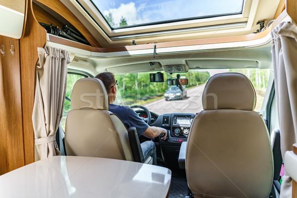 Man rijden weg kampeerder van caravan Stockfoto © cookelma
